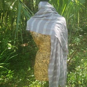 unknown Accessories - Silver and grey striped scarf